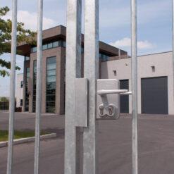 Locinox LDKZ poortslot in opbouw met dubbele cilinder - Sfeerbeeld